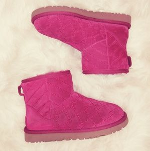 🥾 SOLD 👢 Ugg Classic Mini Arden Boots Raspberry